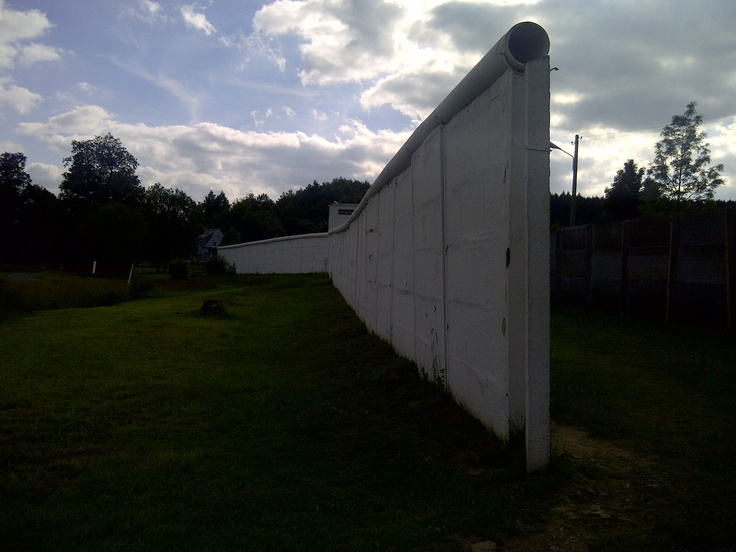 Section of the old dividing wall between East & West Germany at the open air museum at Mödlareuth, Germany