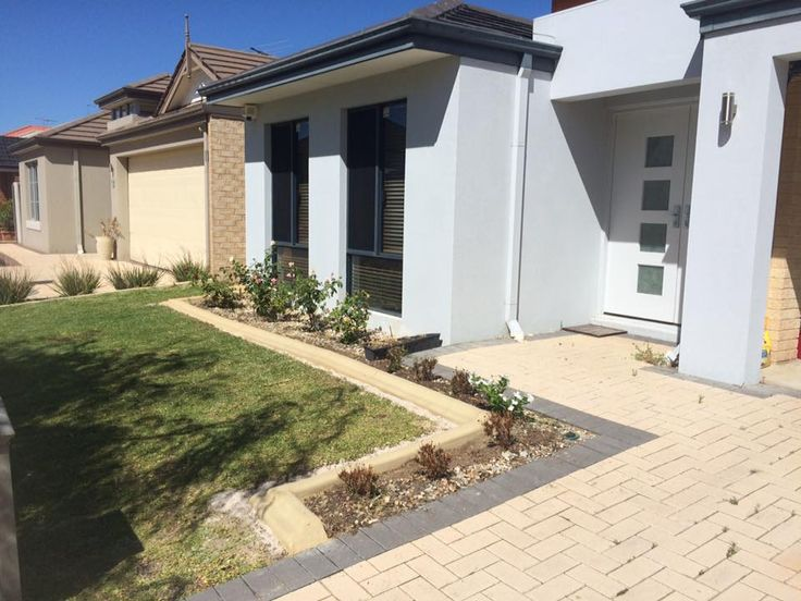 Garden edging to divide grass from garden beds done by Down to Earth Landscaping & Concreting in Perth
