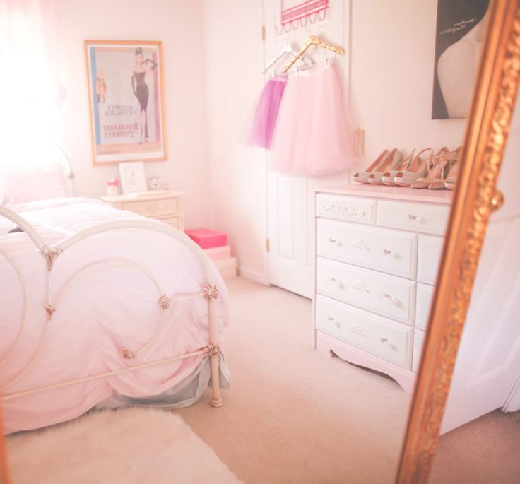 Hello Pretties! With the warmer weather I've been feeling like it's time for a change and my favorite way of switching things up is to decorating and rearranging things! So YES, that's exactly what I have done but this time I focused solely on my bedroom. So not only... #girlyglambedroommakeover