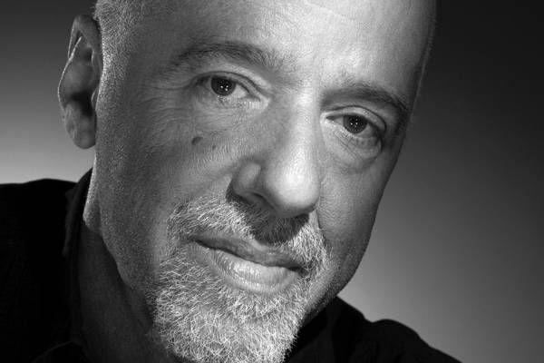 Paulo Coelho : Paulo Coelho est l'auteur de «L'alchimiste«, «Brida«, «Aleph«, «Onze minutes» ou encore «Le manuscrit retrouvé«.. Il a une manière bien à