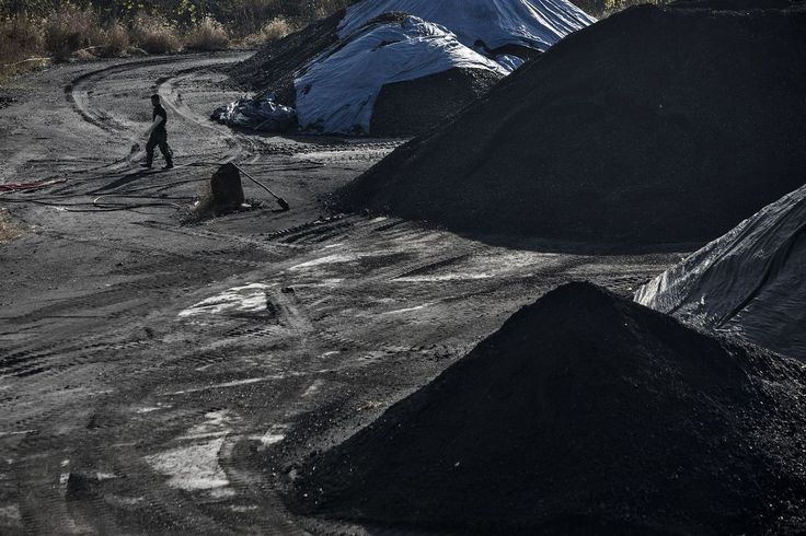 Coal era is over! See https://www.bloomberg.com/news/articles/2017-06-13/coal-s-era-starts-to-wane-as-world-shifts-to-cleaner-energy