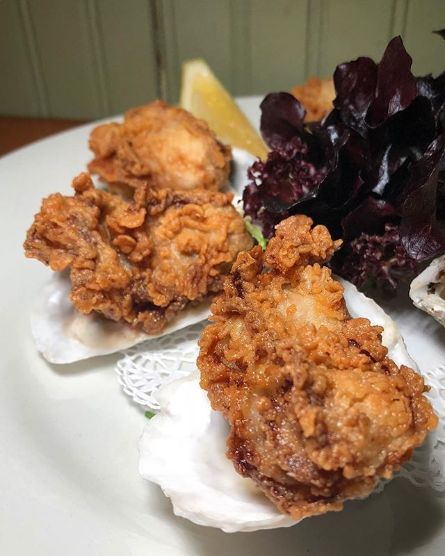 Fried Or Raw I Usually Like To Slurp My Oysters But I Can T Complain About Pearloysterbarnyc S Amazing Fried Oysters Look At That Perfect Fry Fried Oys