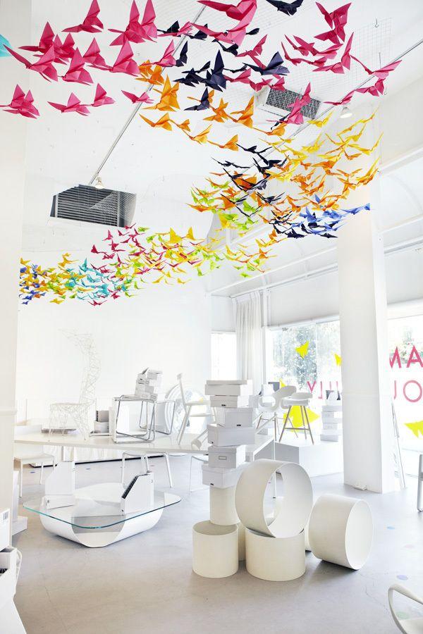"""Un acercamiento divertido y colorido al diseño de la mano de Dream interior y Elixr. """"Cada Mariposa representa un sueño en diferentes estados – El surgimiento de una idea, la idea en transito y la idea tomando vuelo. Cada idea tiene su propio destino, pero cuando vuelan juntas nacen nuevas ideas."""""""
