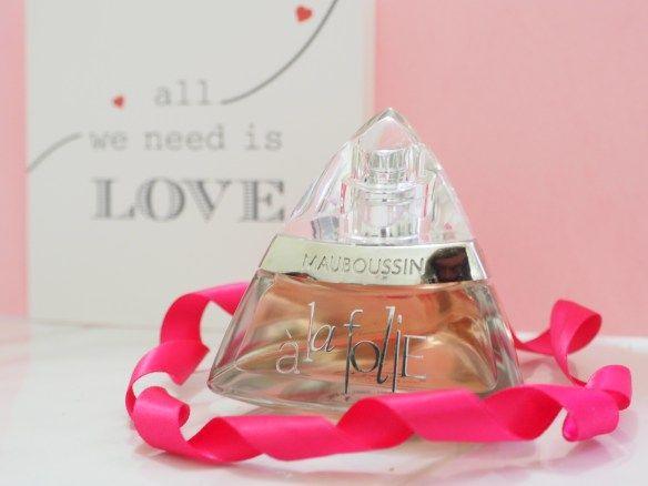 Mauboussin mise sur le bonheur absolu :Il flotte une ode au Bonheur amoureux qui réjouit les coeurs de ceux qui s'aiment. Un parfum d'insouciance envahie ...