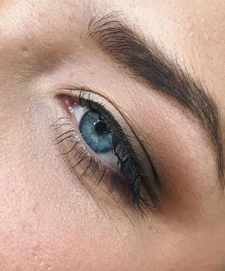 Матовый глазик в пастельных тонах, до чего же я влюблена в голубые глаза ��#визажисткиев #weddingmakeup #makeup #невеста #макияжневесты http://gelinshop.com/ipost/1522095951194735716/?code=BUfkjQFBcRk