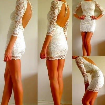 Vestido de fiestas:  corto, bien diría super mini, color blanco, de lycra con encaje por encima y las mangas 3/4, con espalda descubierta y ...