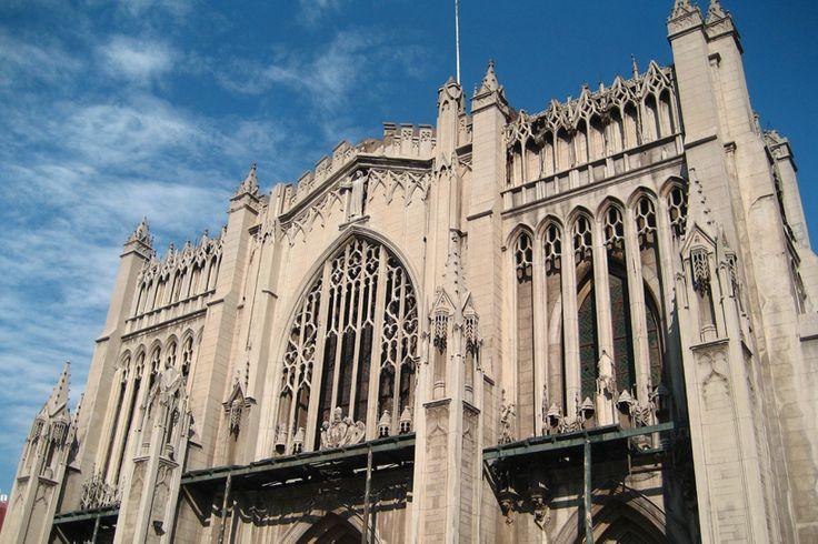 La hermosa iglesia Carmelitas posee una arquitectura Gótica. www.finisnova.com