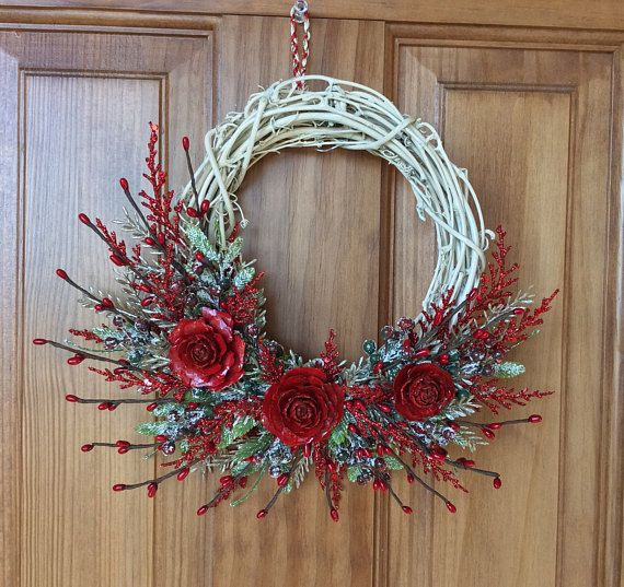 Flat-fee Shipping! As many items as you want, to anywhere in the world! 8 Grapevine Ivory Christmas Wreath Adorned with: -platinum pine leaf sprays -red cedar glittered leaf sprays -red pip berries -leaf sprays with berries of green and red dusted with sparkling white glitter to