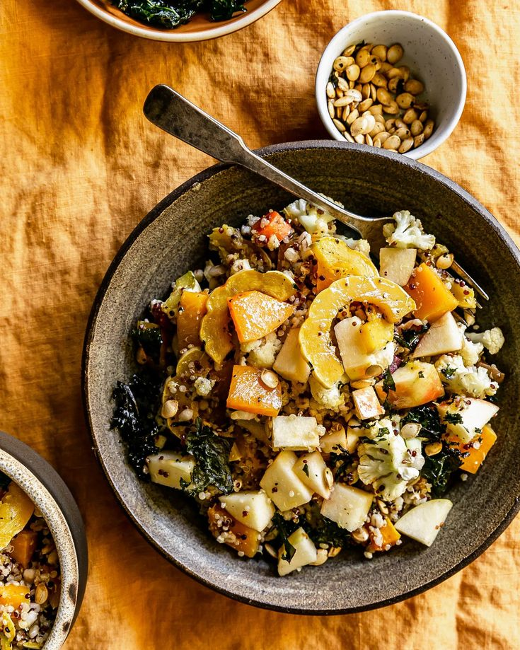 Roasted Squash Grain Bowls with Crispy Kale • ashcuoco Easy Healthy Recipes, Lunch Recipes, Breakfast Recipes, Vegetarian Recipes, Breakfast Bowls, Breakfast Ideas, Fall Recipes, Healthy Foods, Healthy Eating