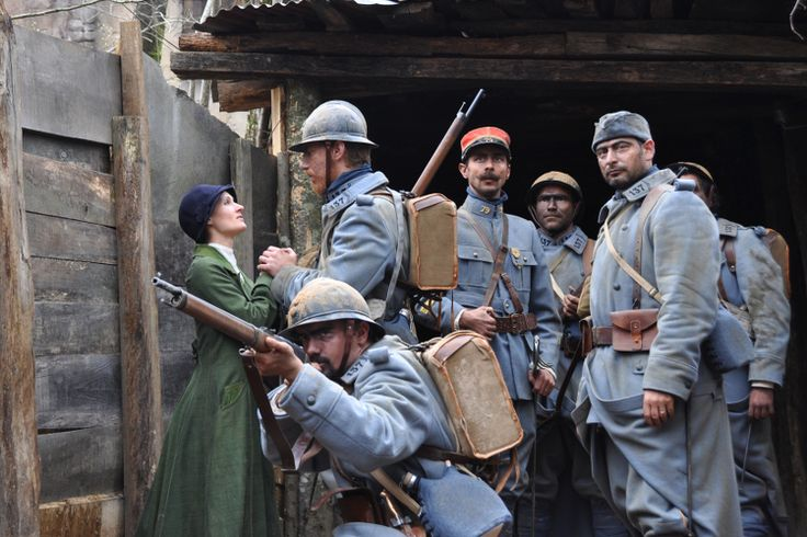Verdun Lovers at Puy du Fou: New attractions at French theme parks! - At the heart of the century-old forest of Puy du Fou, Les Amoureux de Verdun make us go back in time into the bowels of a trench of the First World War. This new show makes us live in total immersion, the epistolary exchange for a poilu with his fiancée while in the trenches, the soldiers are preparing to celebrate Christmas. An intense experience between thrill and emotion. © Puy du Fou