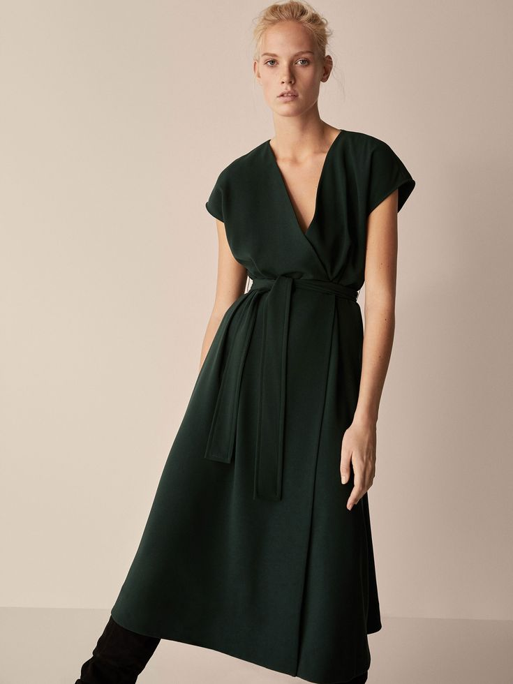 Fall Winter 2017 Women´s DRESS WITH BELT DETAIL at Massimo Dutti for 89.95. Effortless elegance!