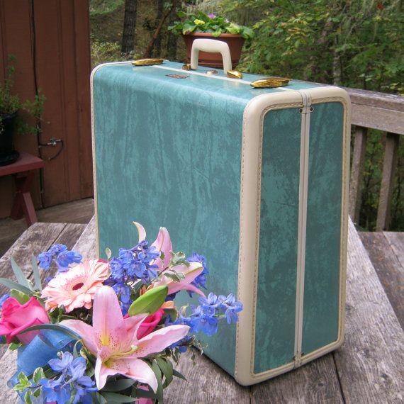 Eski bavullar dekorasyonun bir parçası haline gelebilir...