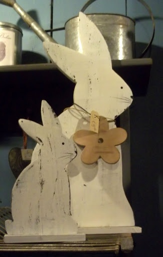 cute wood bunnies, need a colored flower to perk it up!!!