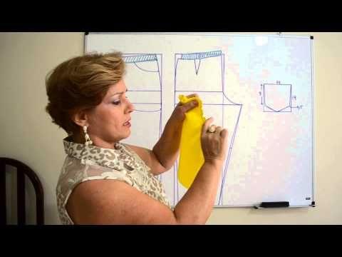 Neste vídeo ensino a modelar uma blusa básica e a adaptar o molde para uma blusa com manga baby look e detalhe em tule ilusion. Coloquei o esquema de modelag...
