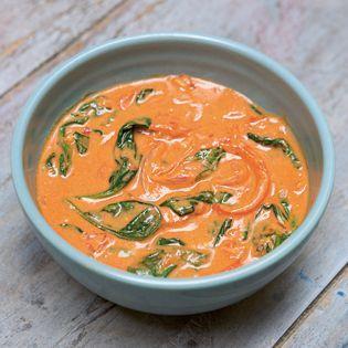 Hier kam mal endlich wieder Erdnussbutter zum Einsatz. Wir haben sie eigentlich immer im Vorrat, benutzen sie aber dann doch gar nicht so häufig. Dank dieser Suppe wird sich das sicher ändern. Schn…
