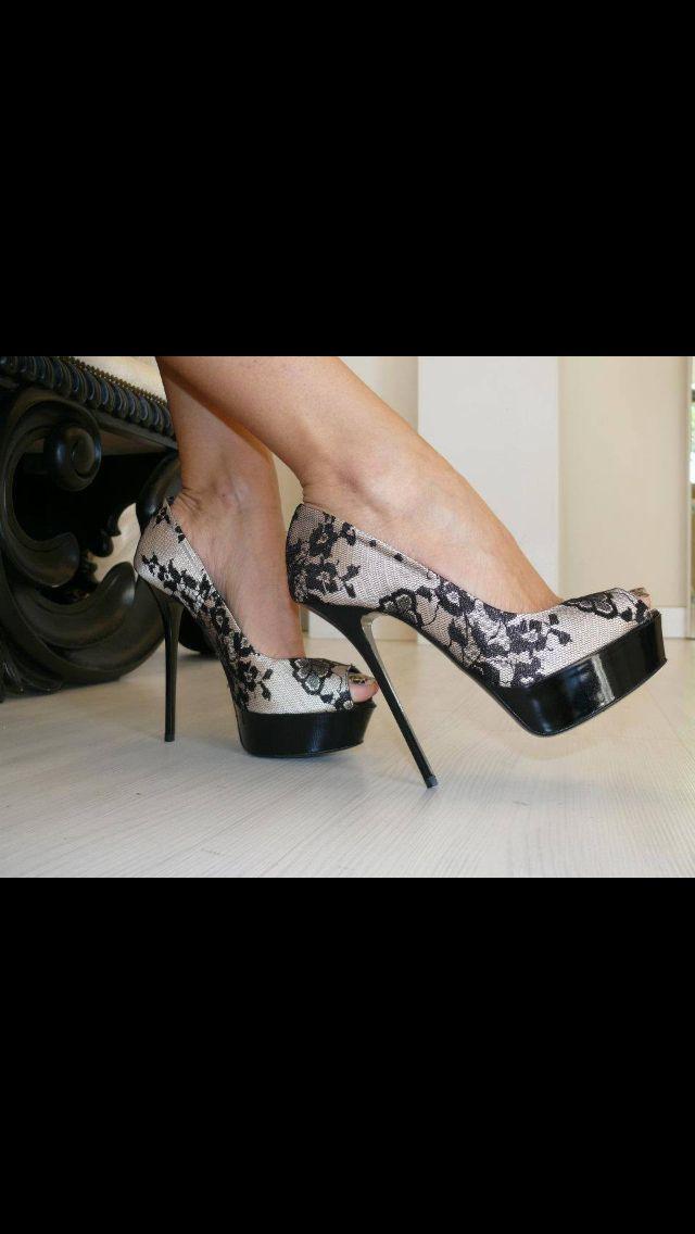 Wow. Look at that beautiful print. #stilettos #heels #shoe #highheels