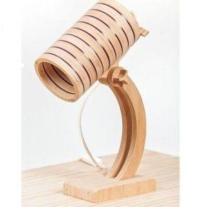 Lampa Rela, designerska lampa projektanta LEVAREK, Lampa wykonana ze sklejki i pleksi. Dzięki łączeniu kolorowej pleksi światło wydobywa się w efektywny sposobu nuczy zza witrażu.