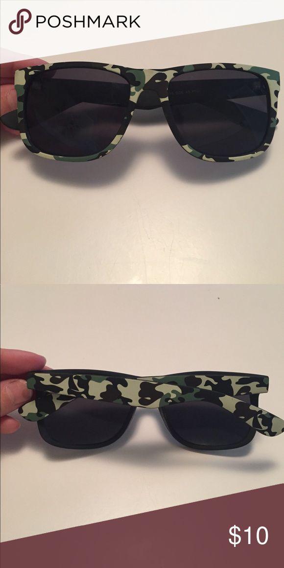 Camo sunglasses Used. Good condition. No scratches Accessories Sunglasses