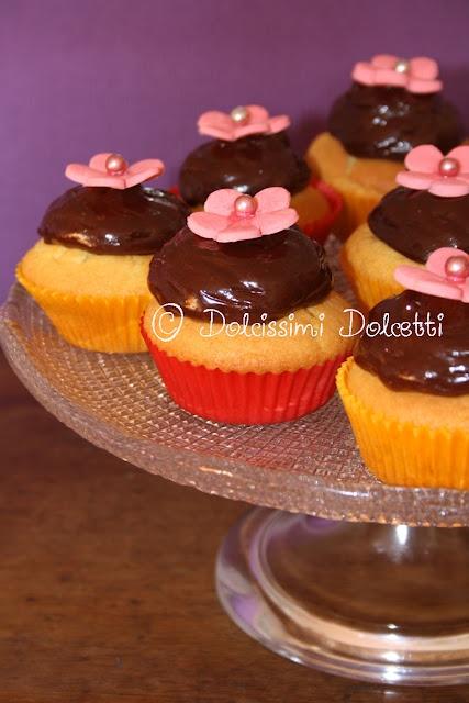 Cupcake di riso con glassa al cioccolato