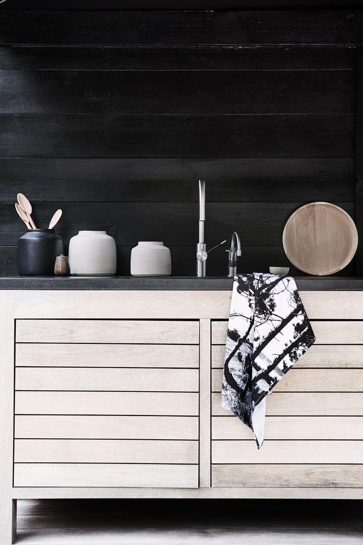 Wood | black kitchen