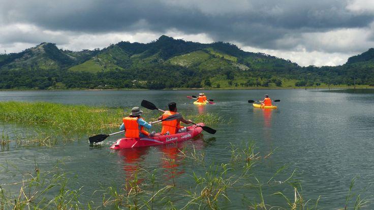 kayak en río tigre, lago bayano.