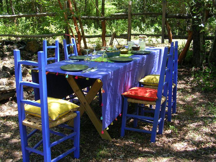 Mesa lista en el jardín de Chillán, Chile.