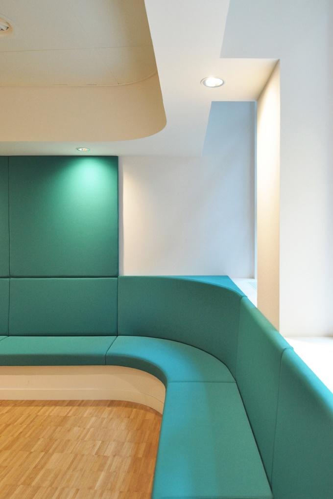 Comfortabele banken in het KinderOOGcentrum