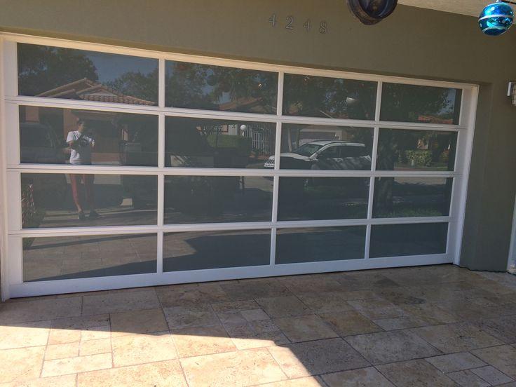 Puerta de garaje instalada por adco modelo avante for Modelos de puertas de garaje
