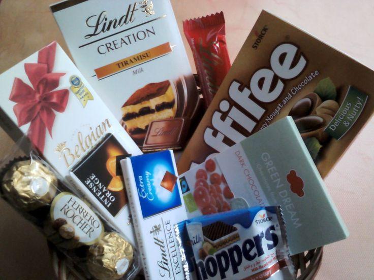 Sevgililer Günü'ne özel çikolata sepeti kargo dahil sadece 60 TL  Sepet içeriği;  1.Toffifee Karamel ve Çikolata Kaplı Fındıklı Nuga 2.Belgian Ahududulu Pralin Çikolata 3.Lindt Creation Tiramisu Sütlü Çikolata 4.Lindt Excellence Extra Sütlü Tablet Çikolata 5.Lindt Excellence Portakallı Tablet Çikolata 6.Ferrero Rocher 3'lü Fındıklı Sütlü Çikolata Kaplı Gofret 7.Green Dream Organik Kızılcıklı Bitter Çikolata 8.Knoppers 9.Lindt Cresta Bademli Sütlü Çikolata Bar  www.cikolatalimani.com