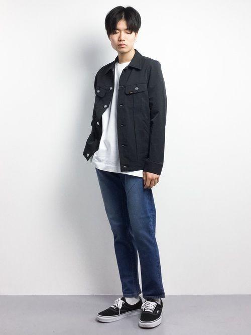 ストリートコーデ✳︎  ミドル丈のジャケットに、やや長めのトップスを合わせたレイヤードスタイル。
