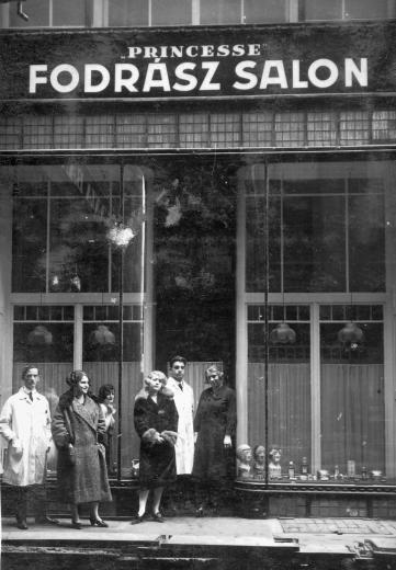 Budapest,V.kerület,Petőfi Sándor utca 16.-a Princesse fodrász-szalon,1933.