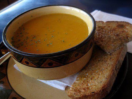 3 vetverbrandende soepen die je zou moeten opnemen in je dieet - Gezonder Leven
