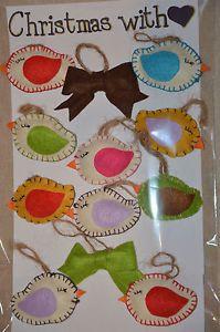 12 personaggi in pannolenci realizzati interamente a mano, per decorare il vostro albero di Natale o per impreziosire dei pacchi regalo.