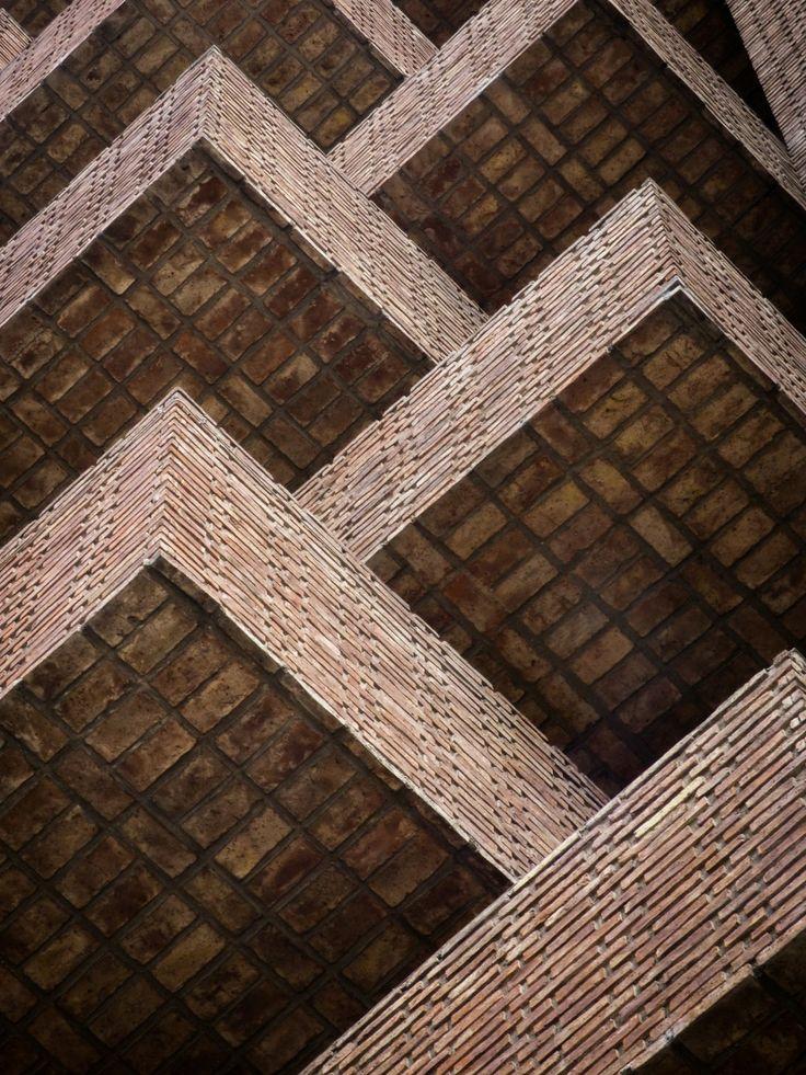 Clásicos de Arquitectura: La Obra Urbana de Togo Díaz / José Ignacio Díaz