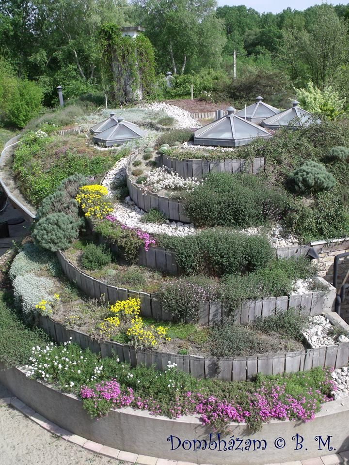 Egy mesebeli dombház épült a Szentendrei-szigeten harmadik oldal