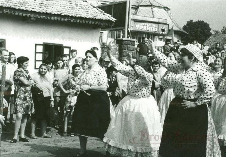 Felnémet népviselet 1974. (fotó: Molnár István)