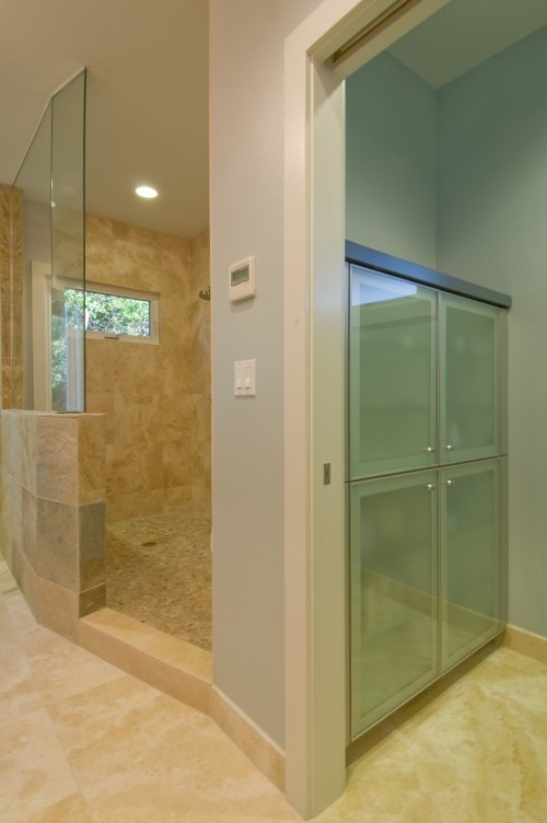 Shower wall is half wall and half glass bathrooms for Half wall shower glass