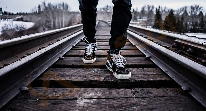 تفسير حلم رؤية الساق في المنام رؤية الساق المكسورة الساق المحروقة تفسير الساق المبتورة حلم الساق الملتوية الساق المق Railroad Tracks Railroad Photos Photo