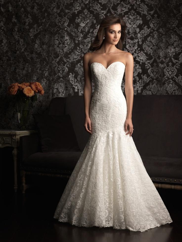 Mermaid, fit and flare, sweetheart, strapless wedding dress. Soooooo pretty love the lace