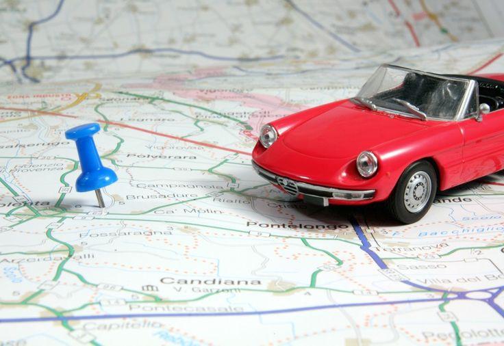 Kiedy wybieramy się na urlop w najpiękniejsze zakątki naszego kontynentu, samochód to w większości przypadków najwygodniejsza forma transportu. Podróżowanie po Europie jest proste i przyjemne dzięki rozwiniętej sieci autostrad, jednak musimy pamiętać, że w każdym kraju obowiązują nieco inne zasady ruchu oraz ogólne zasady poruszania się po drodze.