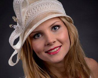 Beige, chapeau cloche or champagne, années 1920 chapeau, chapeau des années 1930 pour les femmes. Cloche beige pour les mariages, les courses etc - un nouvel élément pour 2014 summmer !