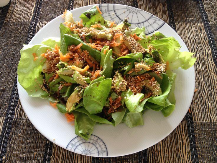 Ensalada verde con ajonjolí, no se la pueden perder. El ajonjolí tostado le da un gran sabor e incorpora calcio a la ensalada. Receta aquí http://mamamoderna.com.mx/2013/04/ensalada-verde-con-ajonjoli.html