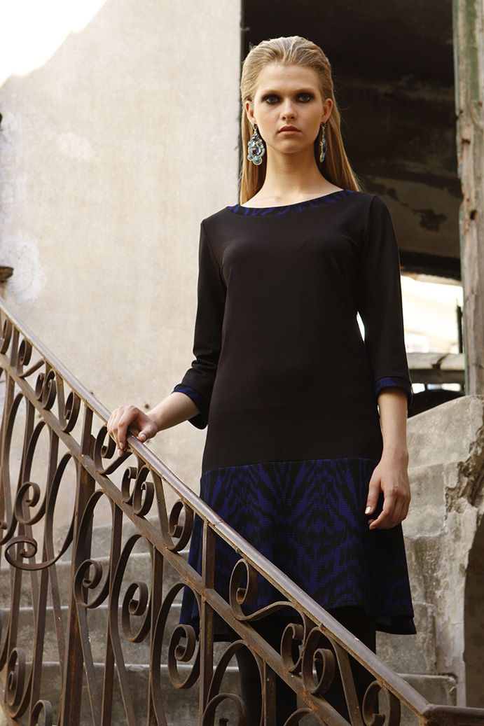 Viscose dress with neckline detail of the fabric which is in ruffles, elegant fitting pattern that highlights each silhouette