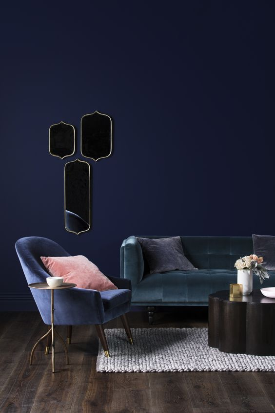 Elektroblaue Details in zeitgemäßem Hoteldesign …