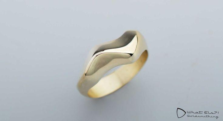 Asring van geelgoud, gemaakt van al haar oude sieraden met de as van haar…