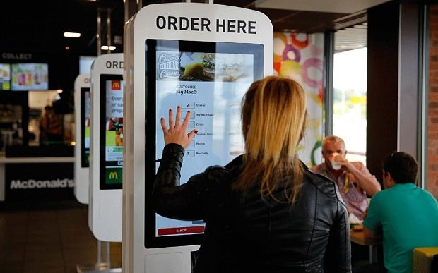 Robôs podem substituir funcionários em restaurantes fast-food; Conheça os quiosques automáticos