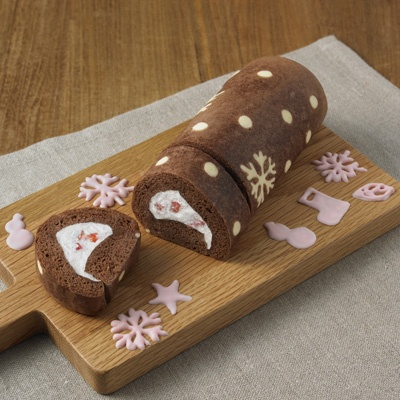 Muji Swiss roll for xmas, everything comes in the packet. 自分でつくる お絵かきを楽しむロールケーキ 1台分 | 無印良品ネットストア
