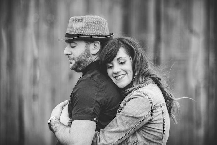 Se fiancer dans une grange autour d'un champ de maïs au Québec - Photo par Bonnallie Brodeur - sur le blogue de Crazy in Love
