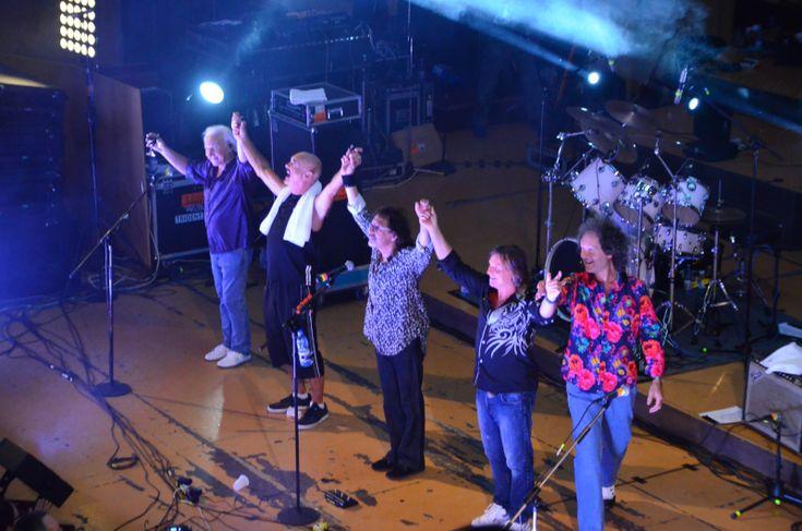 Legendara trupa engleză Smokie a făcut un concert memorabil joi seara la Timișoara.  Într-o sală Capitol plină, muzicienii din actuala formulă a trupei