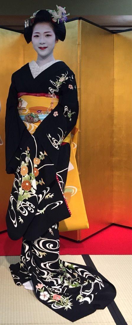 芸妓さんと舞妓さんのブログ (May 2015: maiko Toshisumi of Miyagawacho by...)